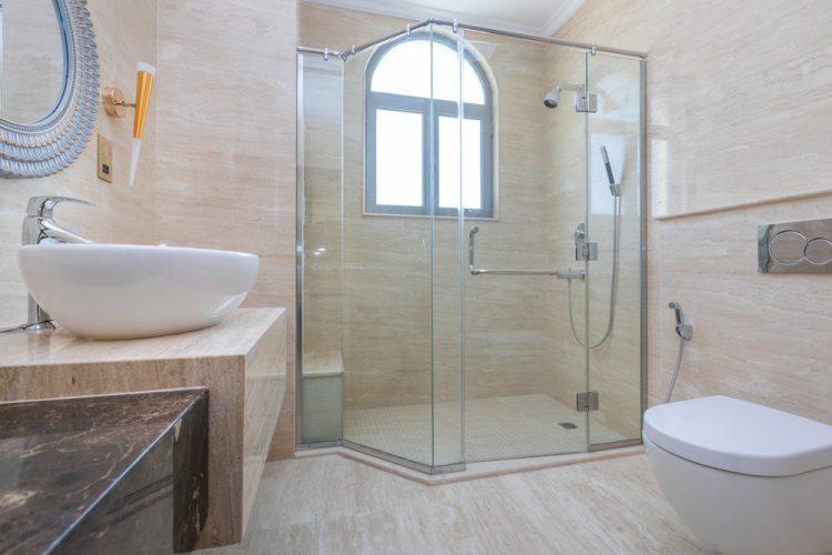 Une paroi de douche design et bien adapté
